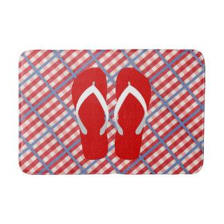Tapete De Banheiro Xadrez vermelha, branca e azul com chinelos