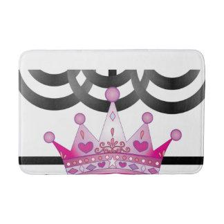 tapete de banho cor-de-rosa do banheiro da coroa