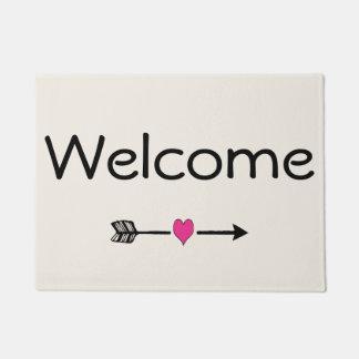 Tapete Doormat bem-vindo do coração do rosa da seta