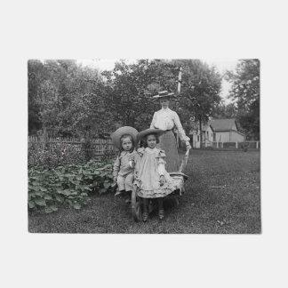 Tapete Filha de jardinagem 1890 da mãe do jardim da