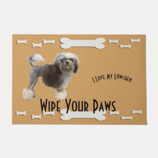 Tapete Lowchen, limpa suas patas com os ossos de cão