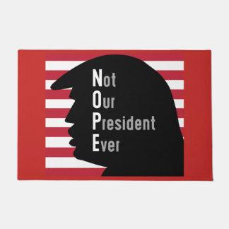 Tapete NOPE. Não nossa esteira de porta do presidente