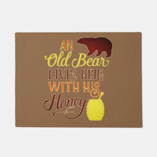 Tapete O urso velho vive aqui