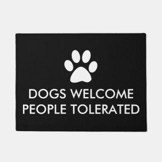 Tapete Os cães dão boas-vindas às pessoas toleradas