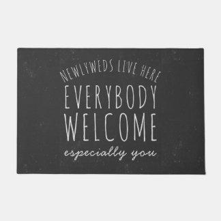 Tapete Os Newlyweds vivem aqui todos Doormat da boa vinda