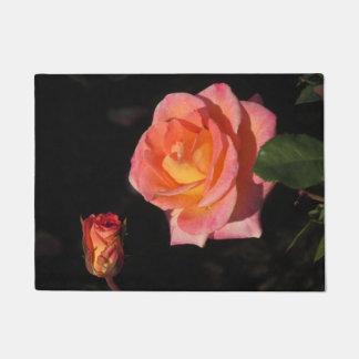 Tapete Rosas cor-de-rosa e amarelos