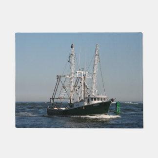 Tapete Traineira da pesca no mar