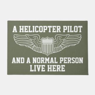 Tapete Um piloto do helicóptero e uma pessoa normal vivos