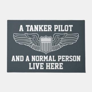 Tapete Um piloto do petroleiro e uma pessoa normal vivos