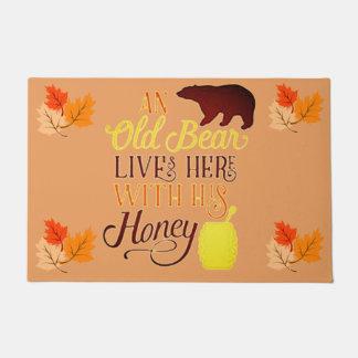 Tapete Um urso velho vive aqui com seu mel
