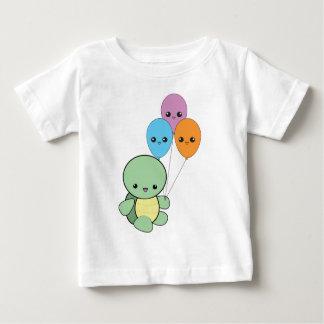 Tartaruga do bebê com balões do kawaii camiseta para bebê