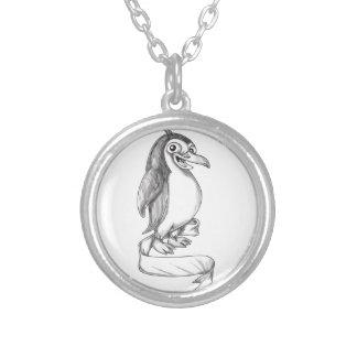 Tatuagem do lado da fita do pinguim colar banhado a prata