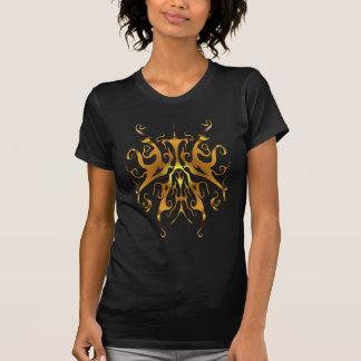 Tatuagem tribal da borboleta surreal - ouro camiseta