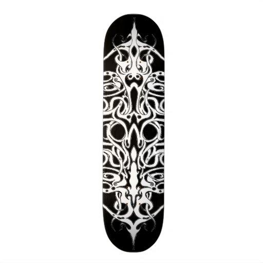 Tatuagem tribal do império preto e branco skate