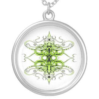 Tatuagem tribal do império - verde colar com pendente redondo