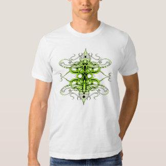 Tatuagem tribal do império - verde e branco t-shirts