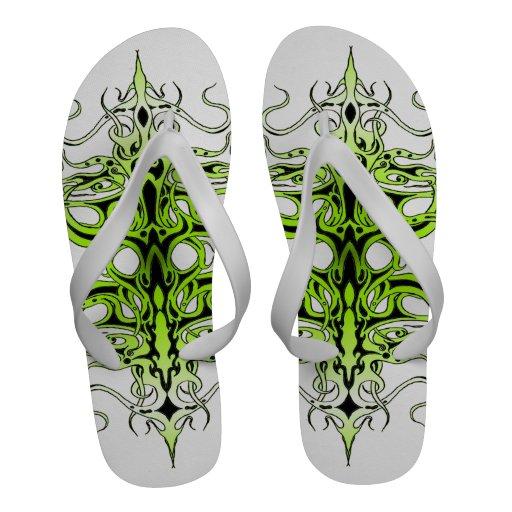 Tatuagem tribal do império - verde no preto sandalias rasteiras