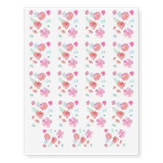 Tatuagens cor-de-rosa românticos de