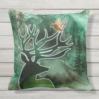 """TCWC - da """"cervos e pássaros do verde da harmonia Almofada Para Ambientes Externos"""