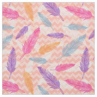 Tecido com teste padrão colorido das penas