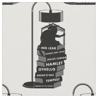 Tecido Gato preto que lê jogos de Shakespeare