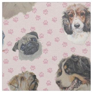 Tecido Multi cães com paws. cor-de-rosa