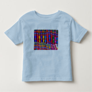 Tecidos coloridos corajosos tshirts