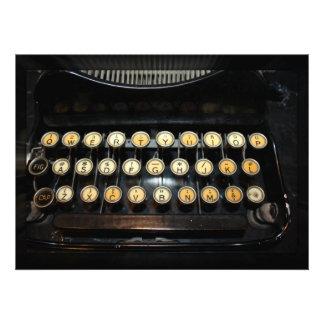 Teclado de máquina de escrever do vintage convite