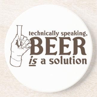 Tecnicamente falando, a cerveja é uma solução porta copos de arenito