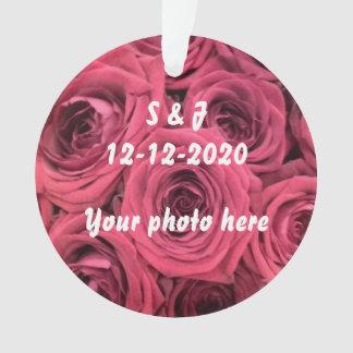Tema inicial do ornamento das rosas vermelhas para