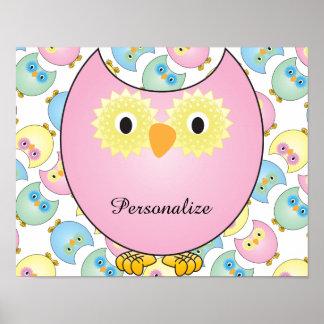 Tema Pastel do berçário da coruja do bebê no rosa Pôster