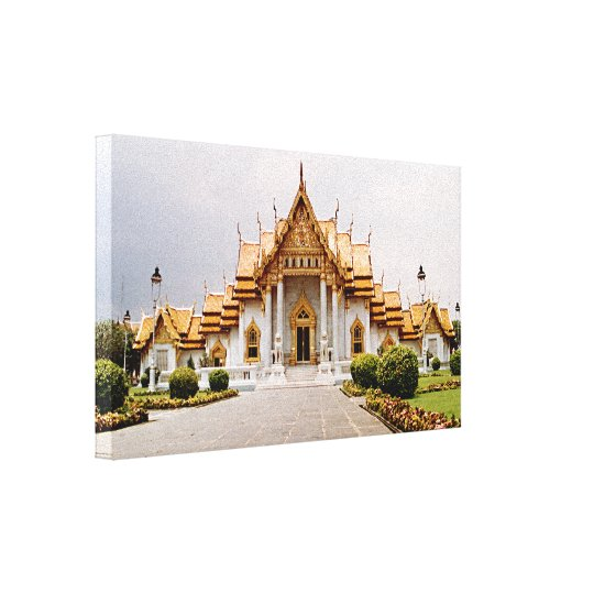 Templo de mármore do ouro sobre o leão do Khmer