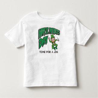 Tempo do dia de St Patrick feliz para um gabarito T-shirts