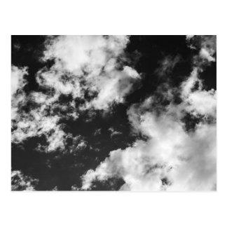 Tempo nebuloso preto e branco cartão postal