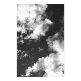 Tempo nebuloso preto e branco papelaria