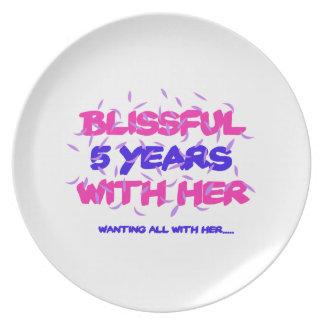 Tendendo o 5o design do aniversário do casamento pratos