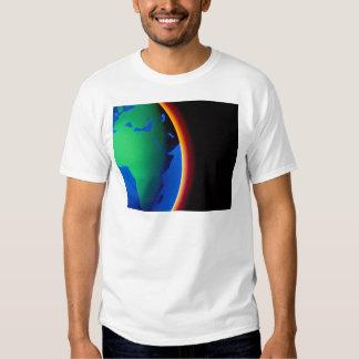 Terra com atmosfera de incandescência tshirts
