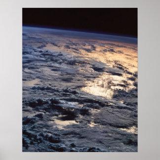 Terra vista de um satélite pôsteres