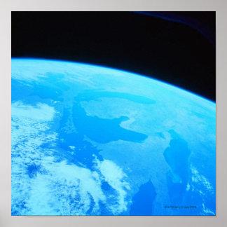 Terra vista de um satélite poster