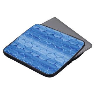 Teste padrão azul Undulating de Ogee Capa De Notebook