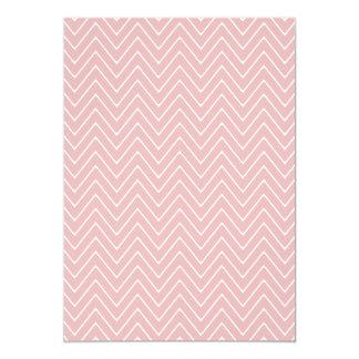Teste padrão branco 2A de Chevron do rosa de bebê Convite 12.7 X 17.78cm