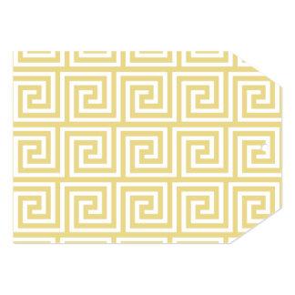 Teste padrão chave grego amarelo e branco do creme