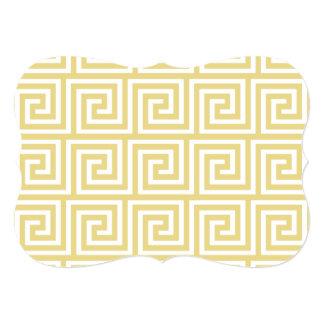 Teste padrão chave grego amarelo e branco do creme convite 12.7 x 17.78cm