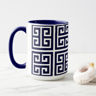 Teste padrão chave grego azul profundo à moda caneca