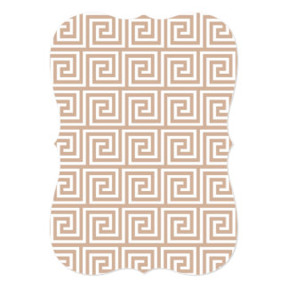 Teste padrão chave grego branco de Brown Tan da Convite 12.7 X 17.78cm