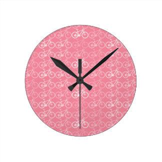 teste padrão cor-de-rosa das bicicletas relógio de parede