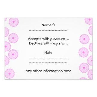 Teste padrão cor-de-rosa do cupcake convites personalizado