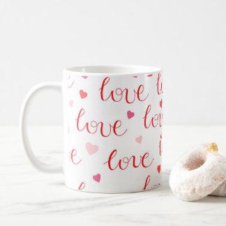 Teste padrão cor-de-rosa vermelho dos corações do caneca de café