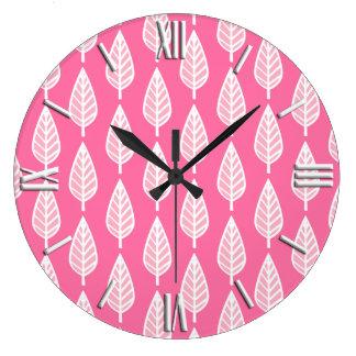 Teste padrão da folha da faia - rosa quente e relógios de pendurar