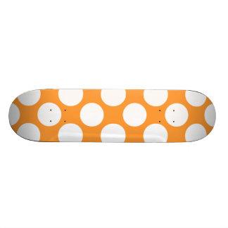 Teste padrão de bolinhas branco alaranjado moderno skates